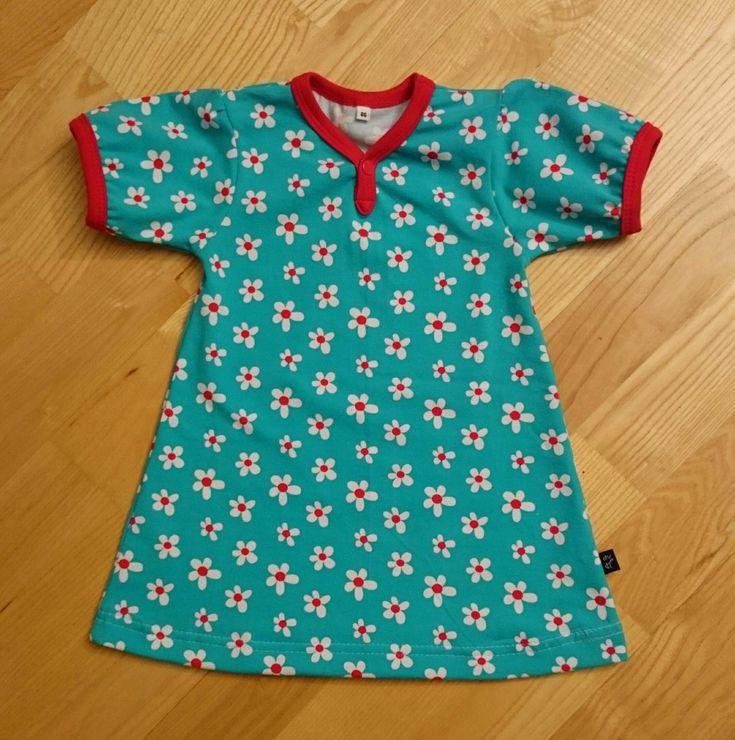 Det nærmer seg sommer og jeg fikk lyst til å sy litt sommertøy til frøkna også, selv om det nok er storebror som har mest behov for klær ak...