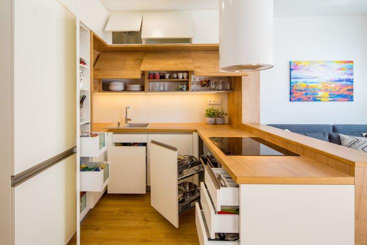 Na množství úložných prostor v kuchyni si majitelé nemohou stěžovat.