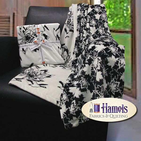 - MAPLE CANADA GEESE MINKY THROW - BLK/W - Hamels Fabrics & Quilting