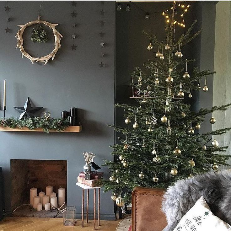 Good morning everyone and happy Christmas Eve Eve. It's going to be a busy one this morning as we pack up and get ready to head back to the north east for Christmas I'm just hoping everything fits in the car I suspect a struggle is ahead of us this morning I am sharing some festive interior inspiration from @rachsykes isn't it a stunner hope you all have a good day #Christmastree #livingroominspo #livingroominspiration #livingroomgoals #christmasdecor #fayolaloves #homedecor…