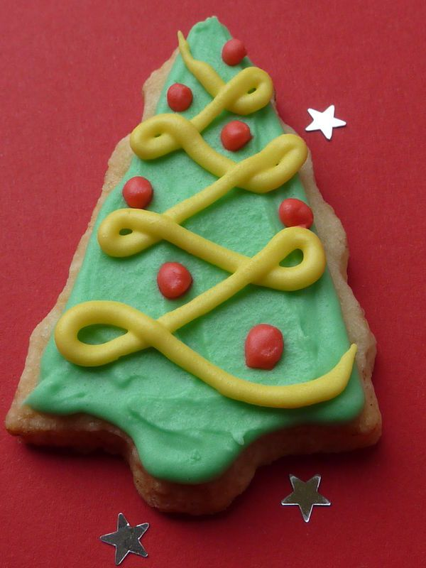Mon beau sapin! (Biscuits de Noël décorés!)  Christmas cookies recipe with royal icing!