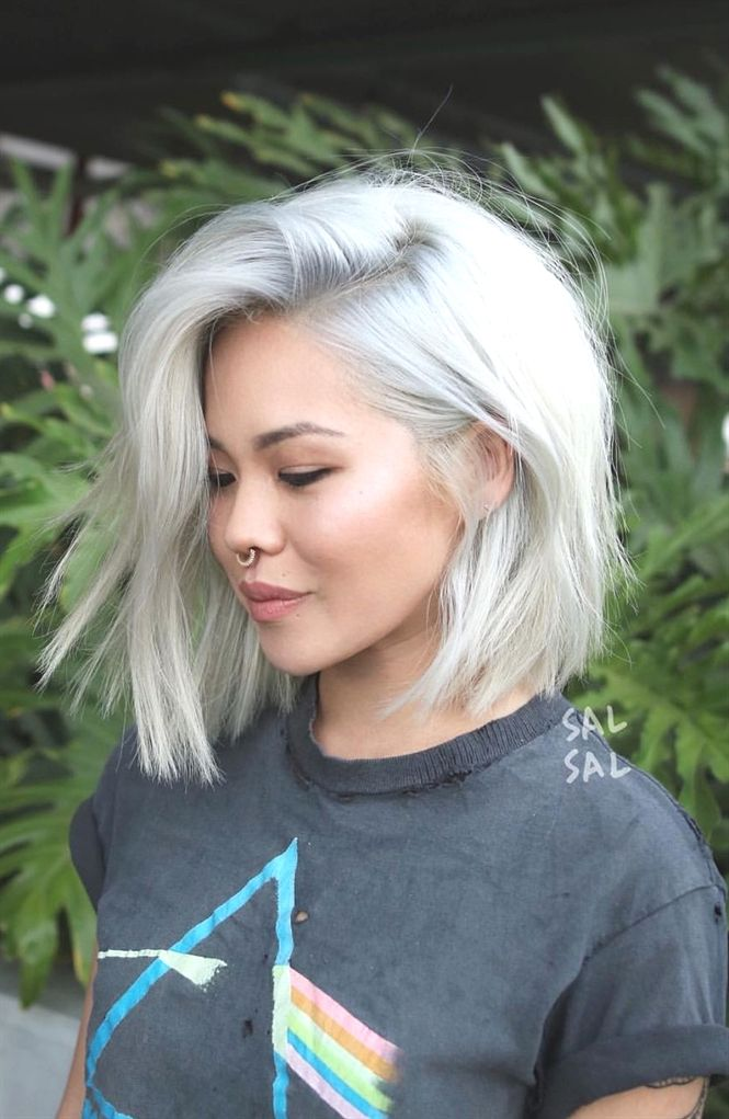 Short Blunt Haircut And Platinum Hair Color Platinum Blonde Bobhaircut Hair Styles Haircut For Thick Hair Blonde Bob Hairstyles