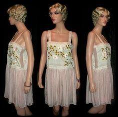1920 Deco bordado Frock Boudoir de pálido color verde pastel. Crepe de seda blusa con recogida rosa pastel falda de gasa de seda del hilo de araña.