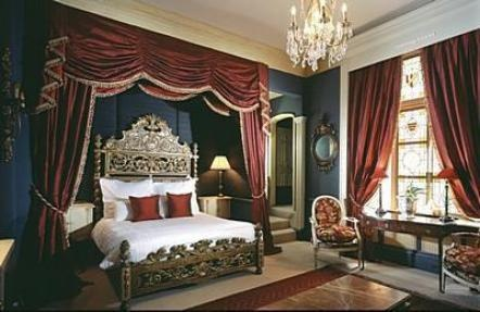 Amazing bedroom at the Gore Hotel, London: Hotels Design, Gore Hotels, Boutiques Hotels, Islands Service, Awesome Beds, 10 London, London Victorian Hotels, Style Beds, Amazing Bedrooms