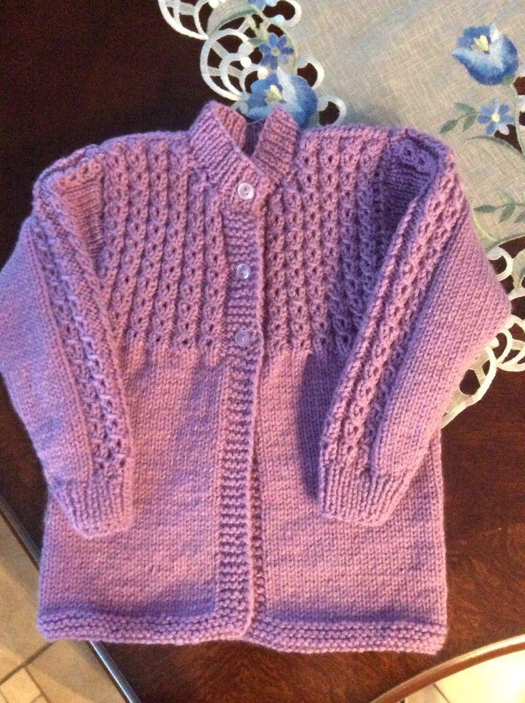 Suéter para niña en dos agujas.