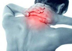 Όταν τα προβλήματα βρίσκονται στην περιοχή του ανώτερου αυχενικού τμήματος, δηλαδή έχουμε εκφύλιση των δύο πρώτων αυχενικών διαστημάτων, μπορεί να έχουμε συμπτώματα όπως πόνος, ζαλάδα, πονοκέφαλος, ίλιγγος. Αυτό οφείλεται σε εμπλοκή των τριών πρώτων αυχενικών ριζών (Α1-Α2-Α3), -