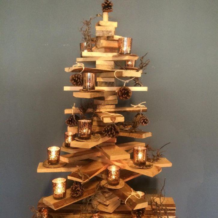 Houten kerstboom met items van Madam Stoltz http://www.purplegoldfishfurniture.nl/index.php?option=com_virtuemart