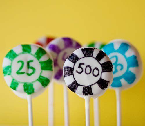 Poker chip cake pops http://www.cakeballaddiction.com/wp-content/uploads/2010/04/poker-chip-cake-pops.jpg