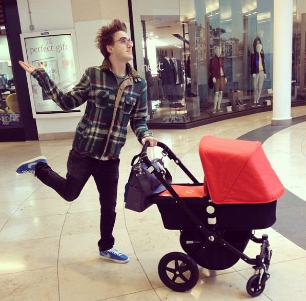 Tom Fletcher and Giovanna take Buzz on his first proper outing - hellomagazine.com