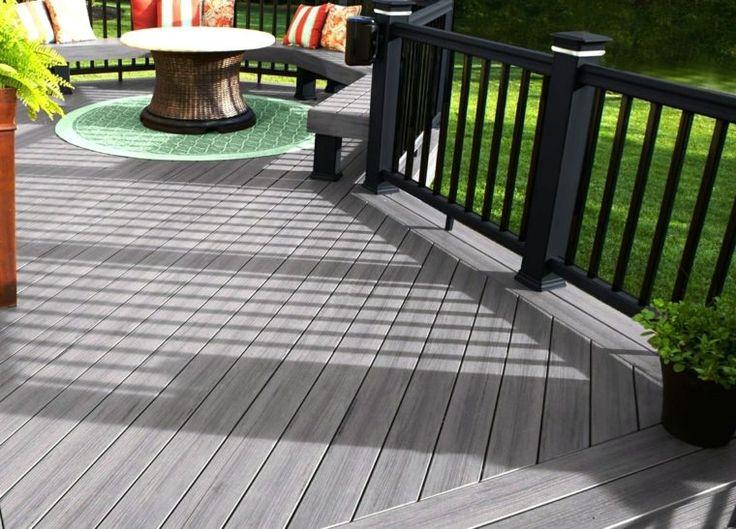 gris clair bois composite idée table basse extérieure tapis sol vert