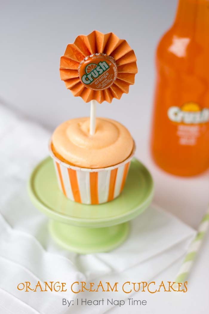 Orange crush cupcakes with JELLO topped with creamsicle frosting! These look delicious!