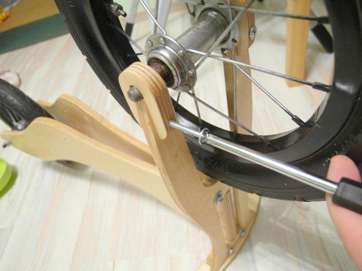 Крепеж переднего колеса