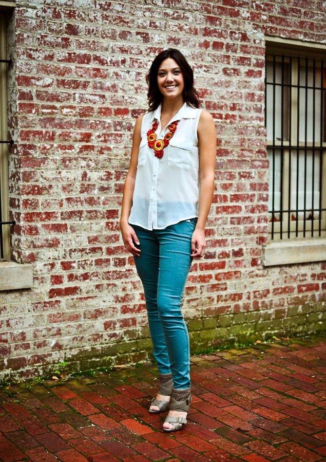 Abbeline woven blouse, Free People skinny jeans, and coral 5 Grad medallion  bib from