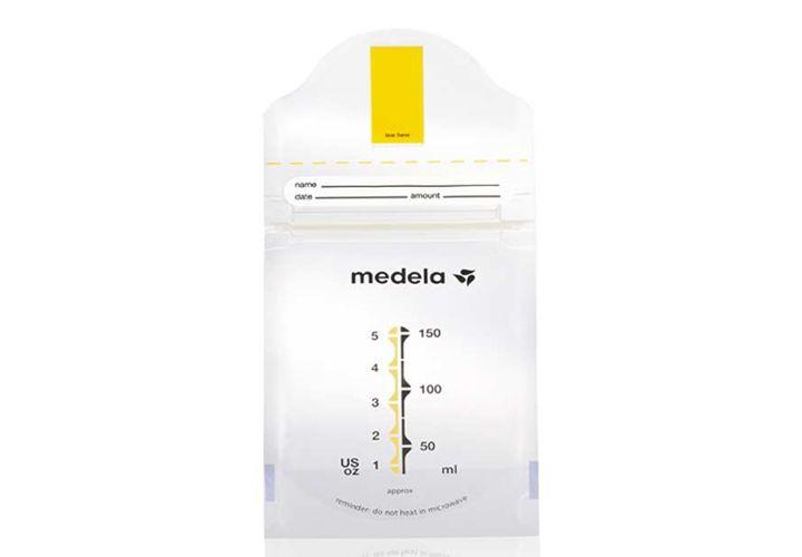 Las bolsas Pump & Save de Medela le permiten conservar la leche materna c�moda y f�cilmente en el frigor�fico o en el congelador. Simplemente extraiga la leche, etiquete la bolsa y gu�rdela en el refrigerador.  Caracterist�cas:   Recogida de leche f�cil: extrayendo la leche directamente en la bolsa, se previene la p�rdida de leche. Compacto: ocupa menos espacio que los biberones para leche materna. Fiable: doble pared para una conservaci�n segura a largo plazo. Ready-to-use: muy…