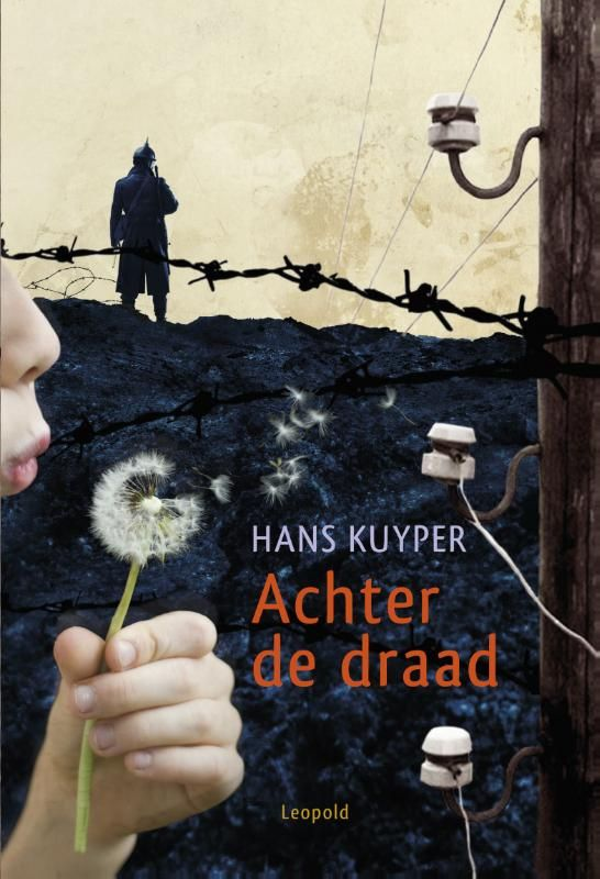 """Ik pik mijn Leesuitdaging historische jeugdboeken weer op! Vandaag is het de beurt aan de historische jeugdroman """"Achter de draad"""" van Hans Kuyper. Een boek tussen oorlogs- en avonturenboek in. Van..."""