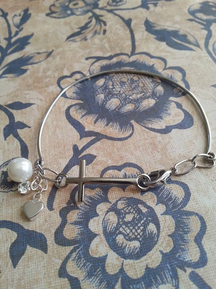 Wire silver tone bracelet with cross pearls and heart
