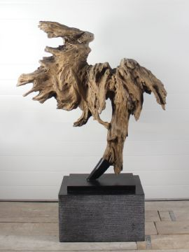 Bent u op zoek naar een exclusief beeld om de urn in te plaatsen? Houtornament teakhout 55 GJ zie onze website www.gedenkornamenten.nl voor meer sculpturen.