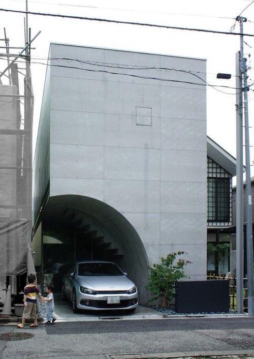Tunnel House is a minimal house located in Tokyo, Japan, designed by Makiko Tsukada Architects. (4)