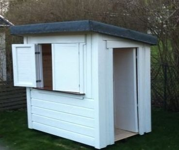Lilla Butiken med dörr och fönsterluckor Pris 5 500 SEK… Plus Leverans  http://lekfab.se/lilla.html