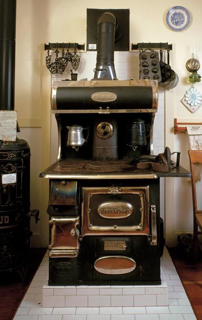 This is just beautiful.Wood Burning Stoves, Vintage Appliances, Vintage Stoves, Dreams Kitchens, Outdoor Kitchens, Cooking Stoves, Wood Stoves, 1915 House, Antiques Stoves