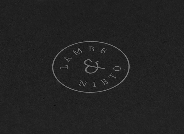 Lambe & Nieto is a Valencia based company that provides translation services to clients in the fields of contemporary art, architecture, design and emerging technologies. Identity designed by Bosco.