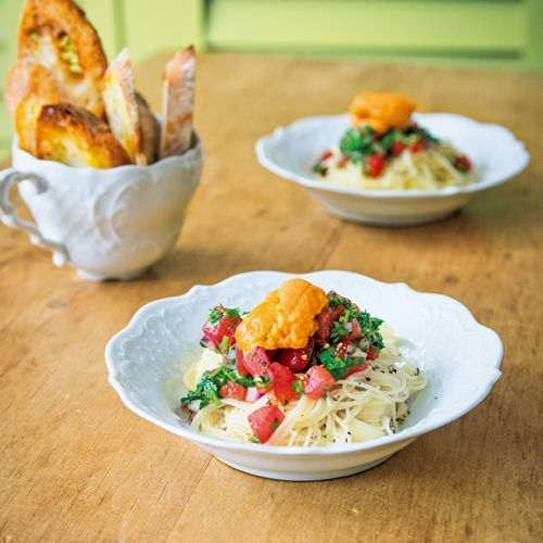 極細のカッペリーニをフレッシュなトマトソースであえた前菜向きの冷製パスタ。