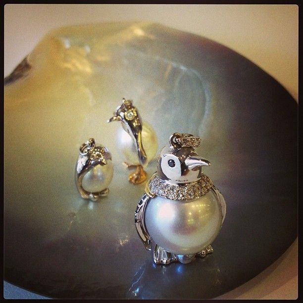 Caption this!  Gold, diamonds (black and white) and beautiful south sea pearls