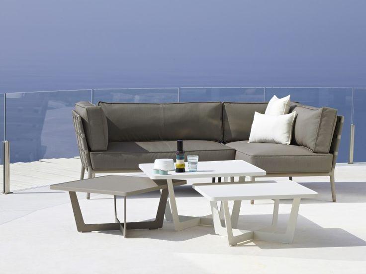 Meble loftowe -  Kolekcja stolików ogrodowych Time out została zaprojektowana przez Strand+Hvass, dla Cane - Line. Dzięki pracy doświadczonych projektantów, meble otrzymały piękną, lekką i miłą dla oka formę.  Stoliki w całości wykonane z aluminium dostępne są w 2 rozmiarach i 3 wariantach kolorystycznych. Dzięki malowaniu metodą proszkową, powłoka lakiernicza jest niezwykle odporna na czynniki chemiczne i uszkodzenia mechaniczne.