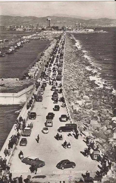 """Passeig de l'escullera o """"rompeolas"""". 195... Barcelona. Catalunya. Espanya."""