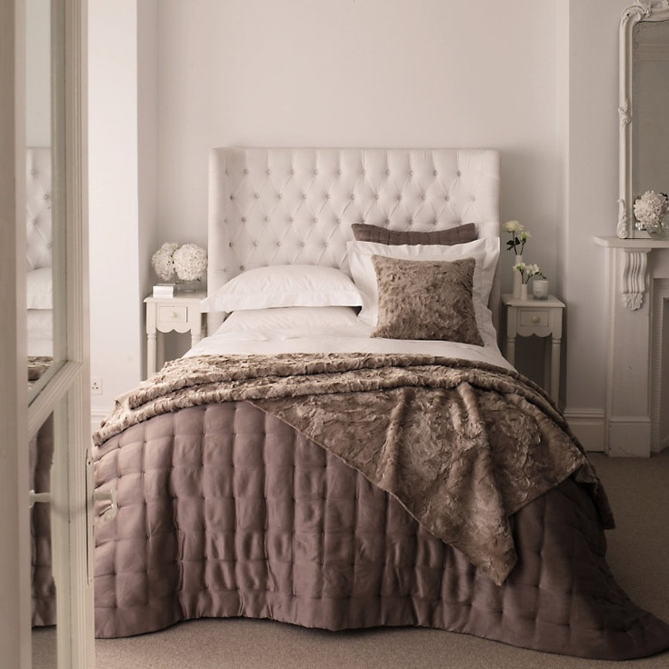 Love the white tufted headboard