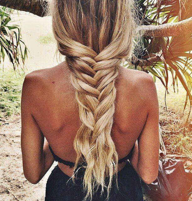 Rien de tel que des cheveux gainés par le sel de mer pour se passer d'élastique ou de barette !