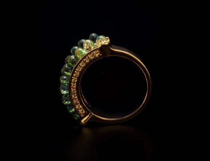 Anemone Ring - #digregorio_milano #digregoriogioielli_milano #yellowgold #briolettesapphires #greensapphires #green #sea #anemone #ring #jewel #jewellery #finejewellery #luxury