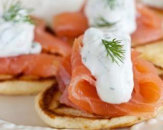 Blinis au saumon fumé sans gluten : http://www.fourchette-et-bikini.fr/recettes/recettes-minceur/blinis-au-saumon-fume-sans-gluten.html