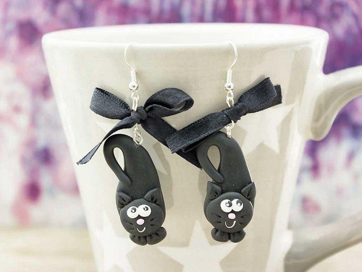 Gyurma fekete macska lógós fülbevaló