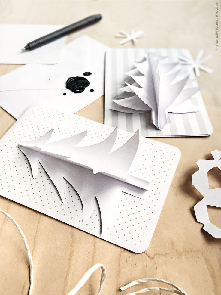 Tredimensionella julkort fixar du själv! Vik ett papper dubbelt. Vi har använt ett helt vanligt kopieringspapper. Klipp sen ut juliga motiv ur det vikta pappret. Viktigt att motivet är vikt på mitten så att du kan vika ut det sen för att få en 3D-effekt. Limma sedan dina klippta motiv på ryggen/viket eller en halv sida som du sen fäster på kortet. När kortet ligger i sitt kuvert viker du bara ned ditt motiv åt varsitt håll.