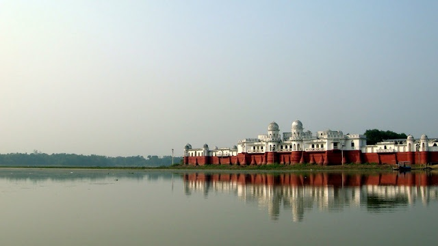 palace on the river....from an old blogpost - neermahal, tripura