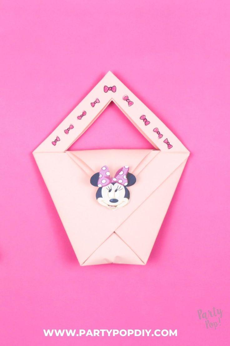 Cómo hacer una bolsita de dulces #bolsita #dulcero #manualidades Baby Shower, Diy, Cakes, Candy Bags, Sachets, Birthday Cards, Parties Kids, How To Make, Crates
