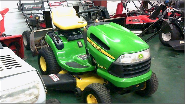 LA105 John Deere Lawn Tractor (Pristows - Johnstown) #JohnDeere