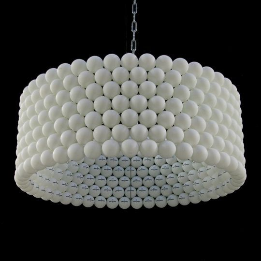 Lámpara hecha de pelotas de ping pong/ Lamp made from ping pong balls, by Studio Kleefstra #recycle design