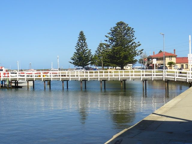 Port Albert is a hidden coastal gem in Gippsland. And it is the perfect base for your family to explore the local area. #familytravel #gippsland #discovervictoria #familyfriendly #portalbert