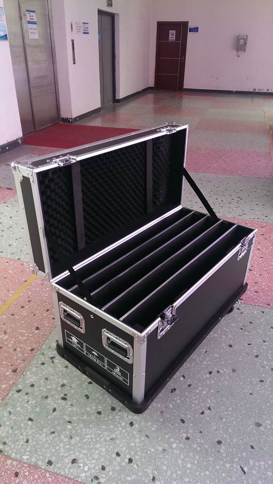 The flight case is customerizable. Just let us know how you would like to pack the LED panels.