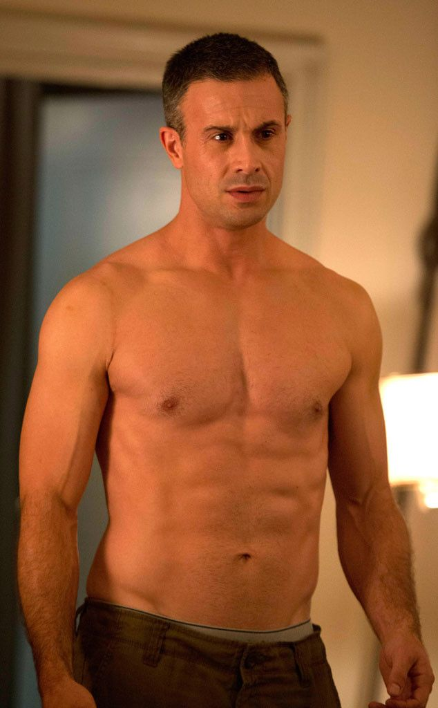 Shirtless Freddie Prinze Jr.! We've missed you! - OMG he looks so old! damn now I feel old! THANKS