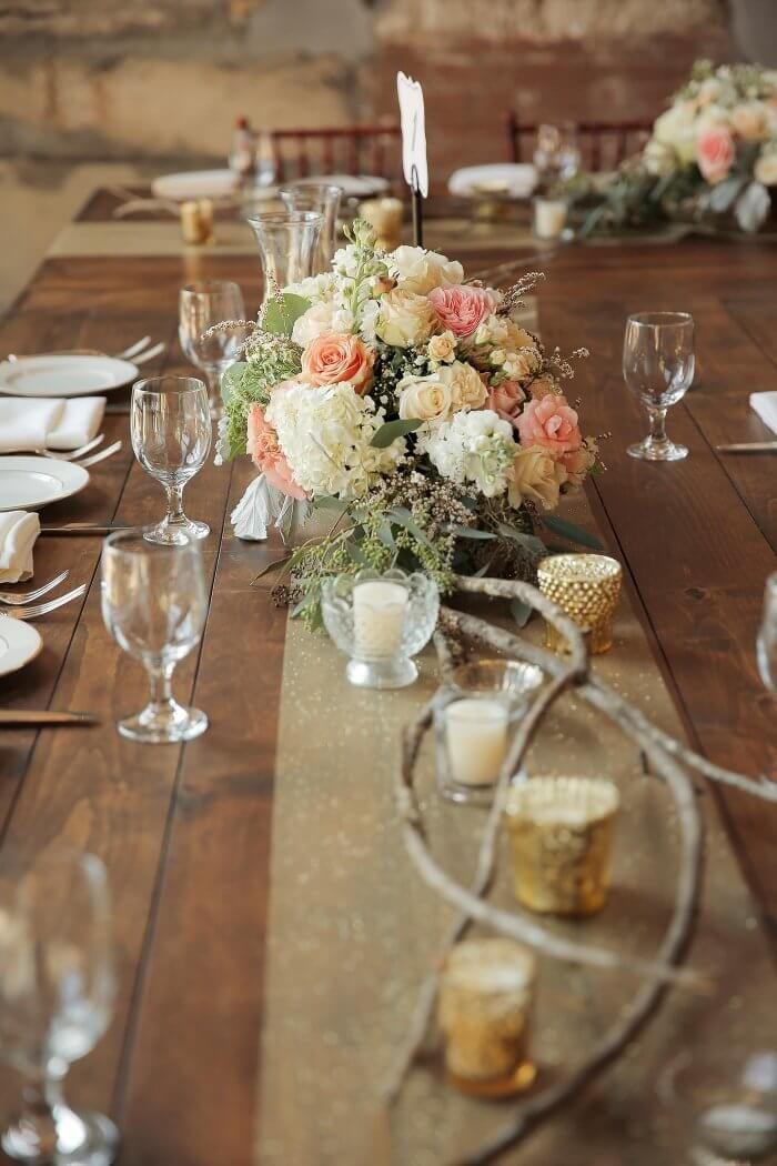 Tischdeko Im Landhausstil Mehr Beispiele In Der Bildergalerie Tisch Dekorieren Hochzeit Tisch Ideen Tischdekoration