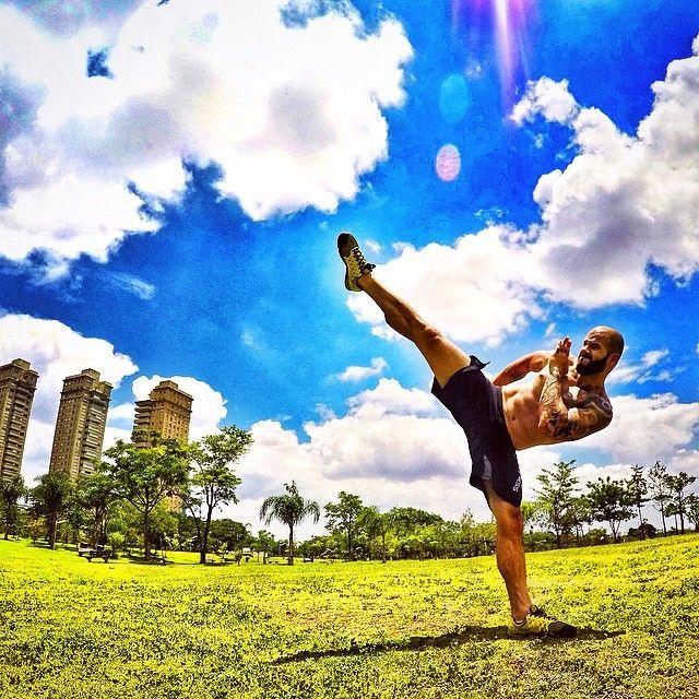 Uxmaia - Martial arts.. The background  (em Parque Villa Lobos - Sp)