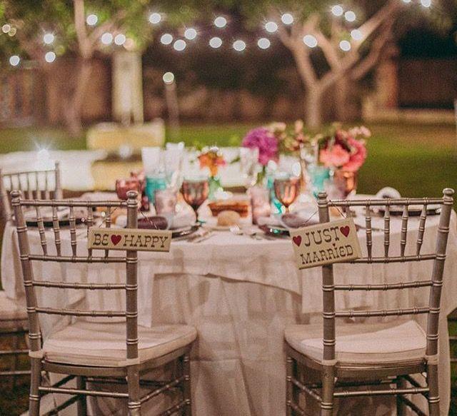 Decoracion de bodas con sillas doradas