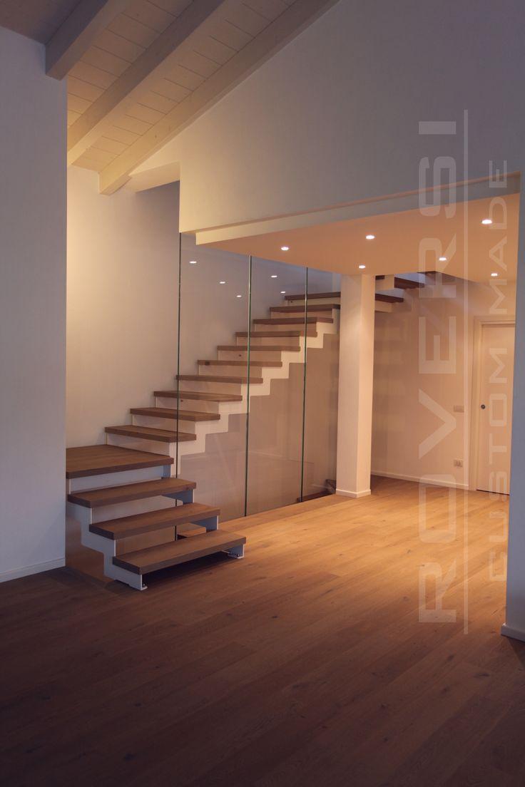 la scala Simple con pareti in vetro