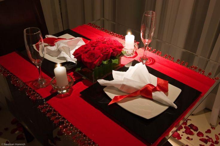 Veja nesta matéria como fazer um jantar romântico perfeito para comemorar aniversários ou o dia dos namorados! Da decoração ao cardápio completo incluindo as bebidas e sobremesas!