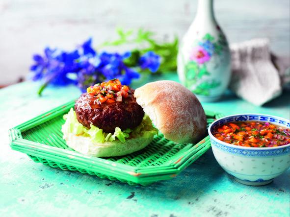Hamburguesa Hoisin con condimento de pimiento dulce http://www.eblex.es/ver_recetas_sencillas.php?id_receta=123 #recetas #cocina #gastronomía
