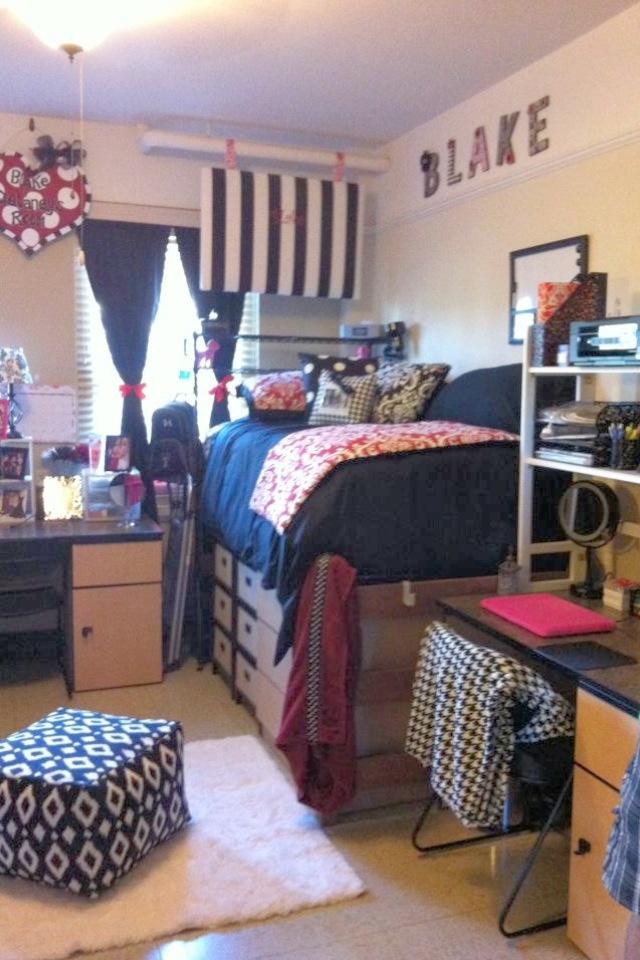 Texas Tech Dorm Room... i like the set up(: