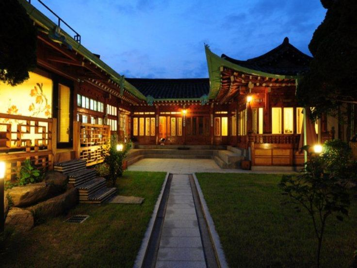 Kundaemunjip Hanok Guesthouse. Book Now: http://www.guesthouseinseoul.org/guesthouse-reviews/kundaemunjip-hanok-guesthouse When visiting Seoul, you'll feel right at home at Kundaemunjip Hanok Guesthouse, which offers quality accommodation and great service. From here, guests can enjoy easy access to all that the lively city has to offer. With its convenient location, the hotel offers easy access to the city's must-see destinations.